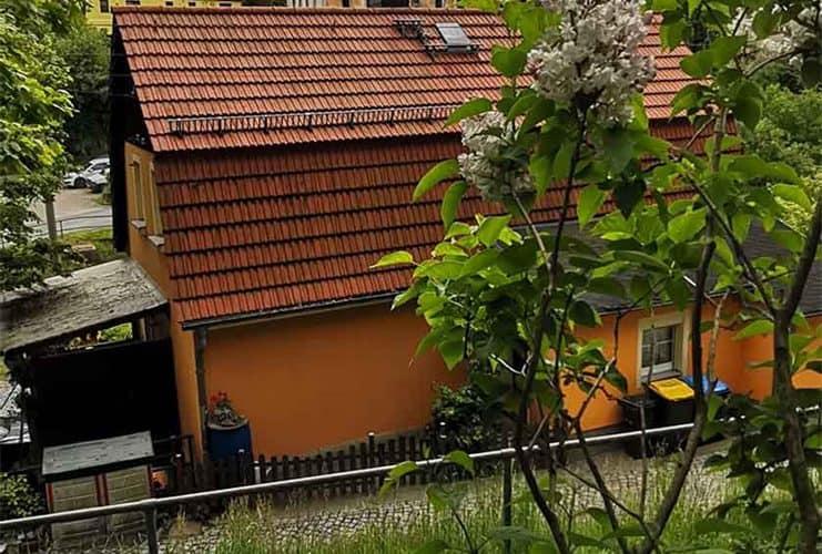 Aussenansicht-mit-Garten