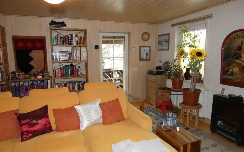 Wohnzimmer-mit-Balkonzugang